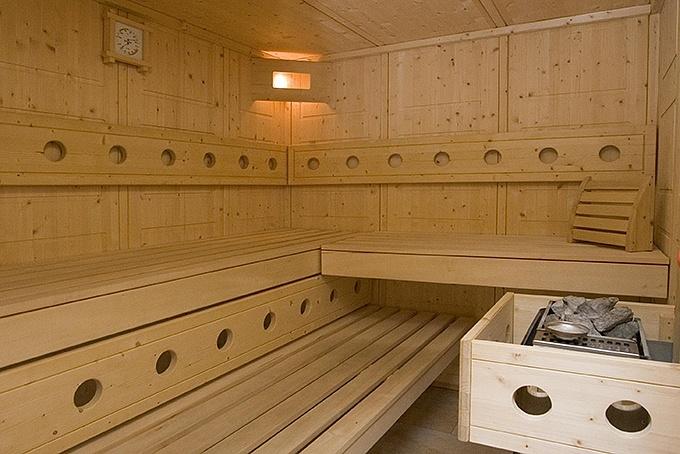 wellness im alpendorf. Black Bedroom Furniture Sets. Home Design Ideas